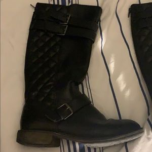 Kids tall black boots with buckle